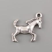 Přívěsek Kůň s ocasem nahoru - platina