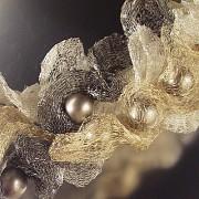 Perličky v zamotané v drátěné stužce