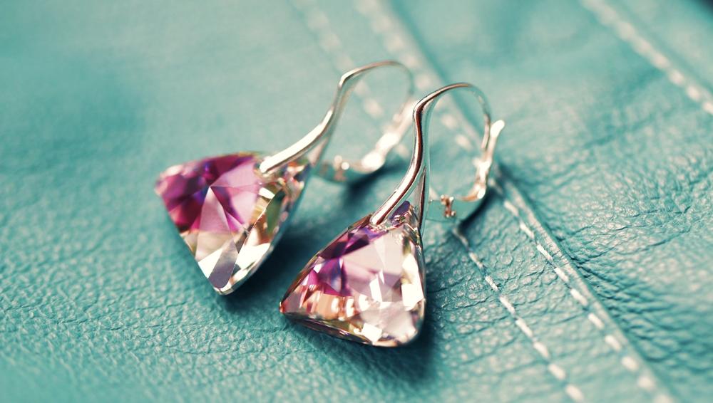 Vytvořte si jednoduše a rychle šperky se Swarovski Elements jak si rychle a  levne vytvorit sperky swarovski - Top-koralky.cz 0ce1c134b6c